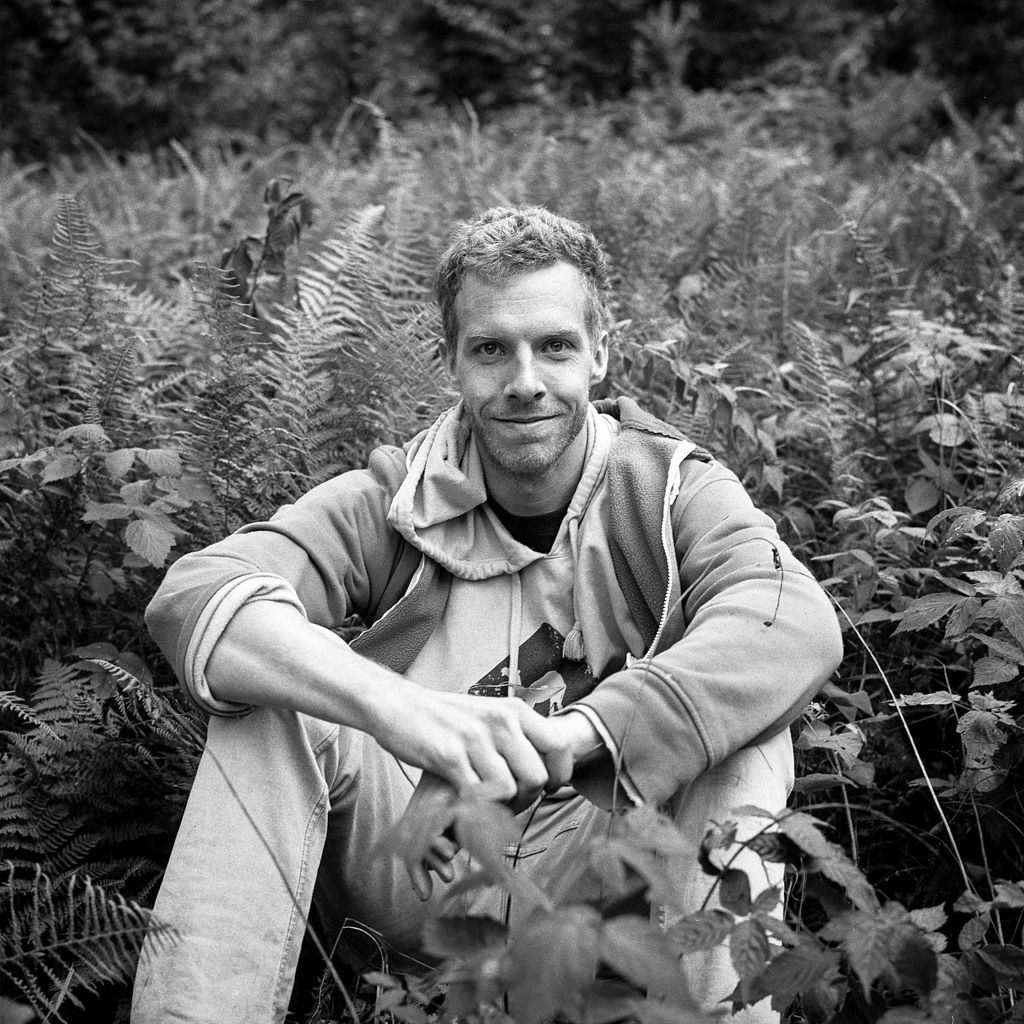 CLAUDE-SOMOT-Portrait-de-Jesse-Freeston-et-les-fougères-Jesse-Freeston.jpg